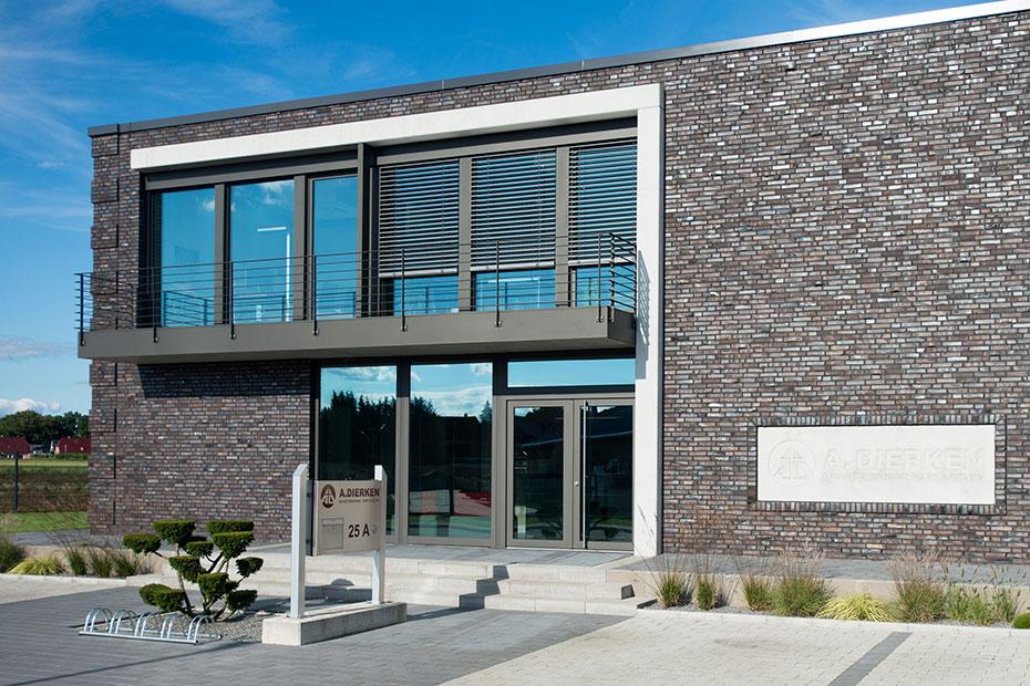 holz alu fenster kowa geschaeftsgebaeude holzland beese - Holz-Aluminiumfenster