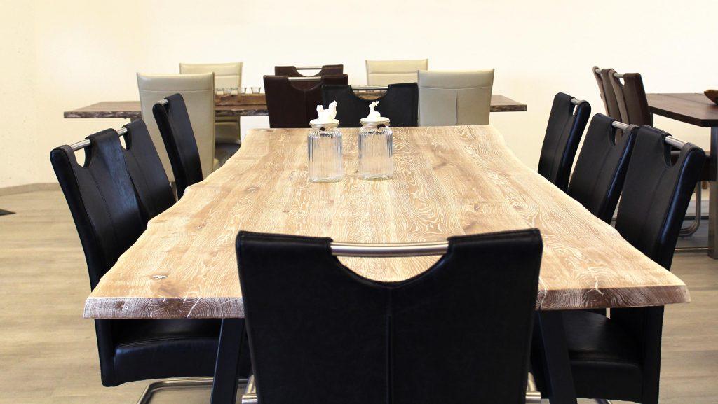 baumkantentisch f rs esszimmer holzland beese unna. Black Bedroom Furniture Sets. Home Design Ideas