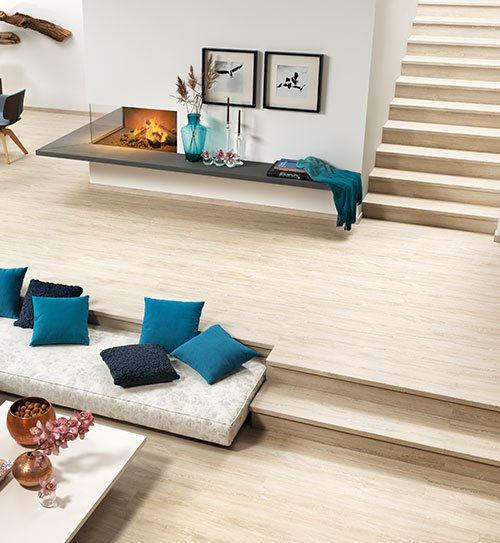 Aufregende Wohnidee von HolzLand Beese in Unna: Vinylboden auf dem Boden und der Treppe verlegen.