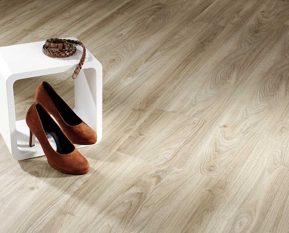 High Heels auf Vinylböden? Kein Problem! Diese Böden von HolzLand Beese in Unna sind ausgesprochen belastbar.