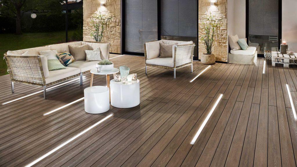 WPC-Terrassendielen mit Lichtband von Brügmann bei HolzLand Beese