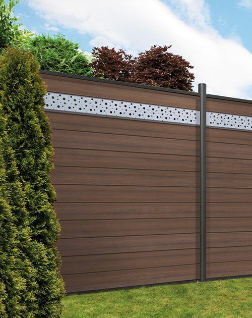 Extra hoher Sichtschutzzaun mit Designblende von HolzLand Beese in Unna