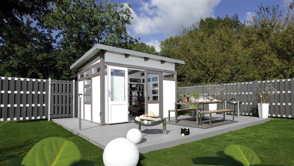 Modernes Gartenhaus mit Terrasse und Sichtschutzzaun von HolzLand Beese in Unna