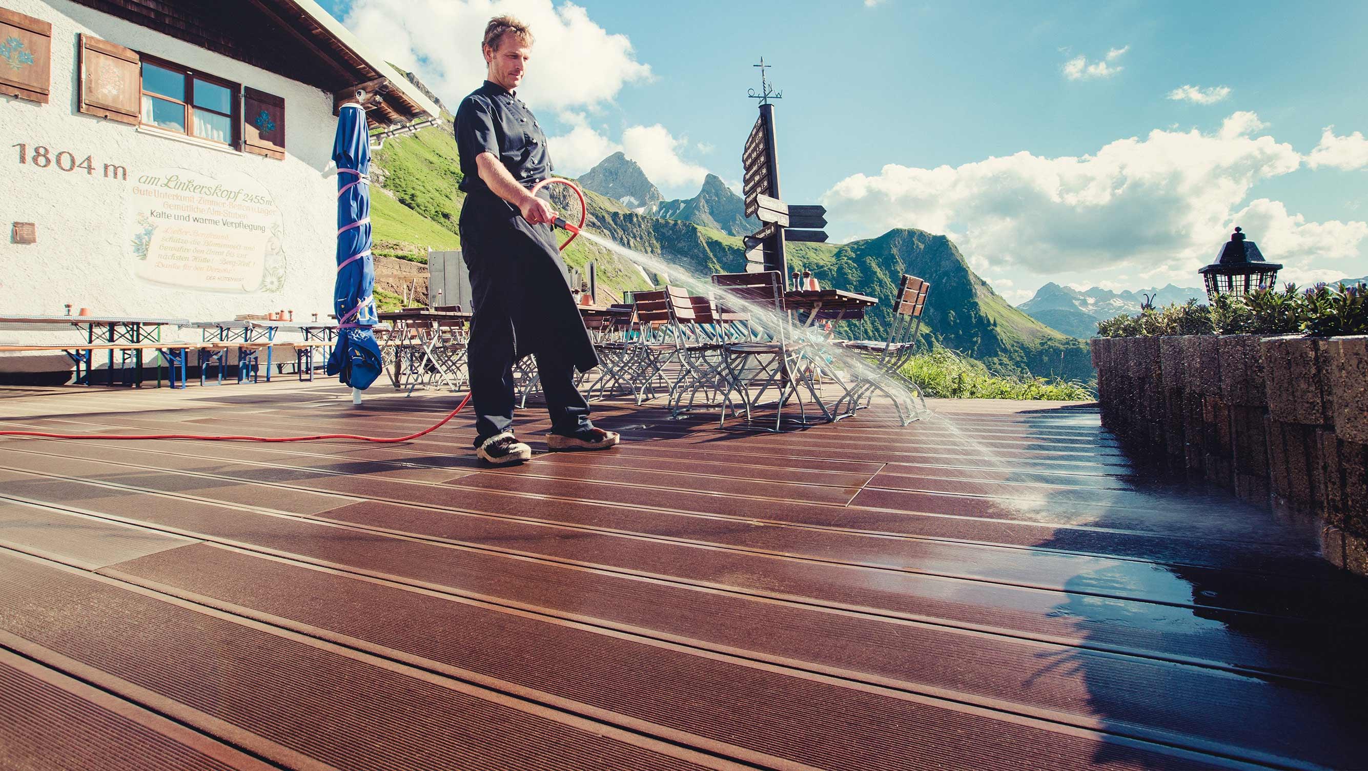Strapazierfähige WPC-Dielen auf der Terrasse der Hütte auf dem Linkerskopf im Allgäu – von HolzLand Beese in Unna