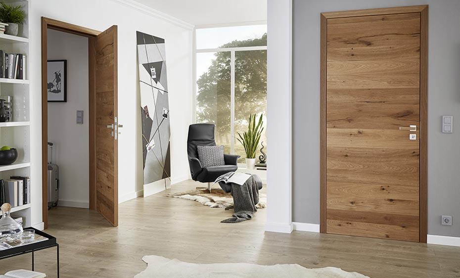Rustikale Holztür mit horizontaler Struktur von HolzLand Beese