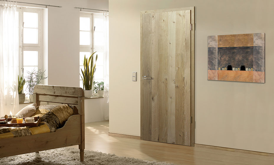 Rustikale Holztür mit vertikales Struktur von HolzLand Beese