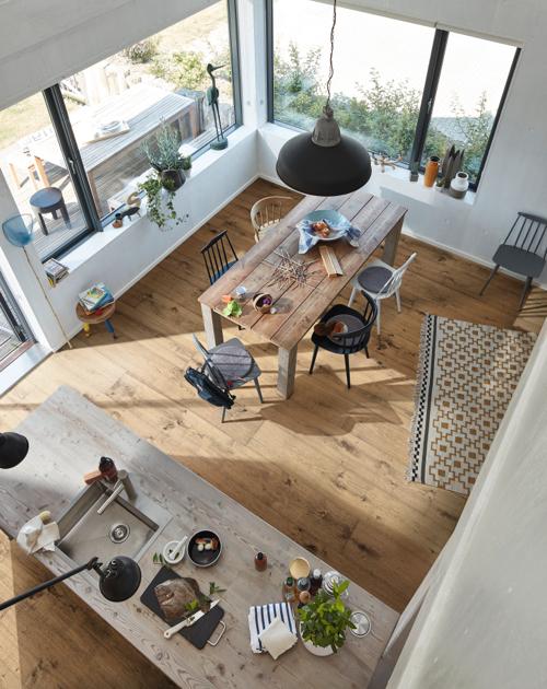 Kochen und lecker essen: Offene Wohnbereiche bei HolzLand Beese sind wie geschaffen dafür.