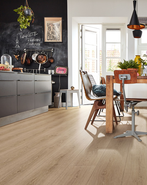 designboden verlegen kueche essbereich holzland beese unna - Ratgeber Renovierung: Designboden auf Fliesen verlegen – geht das? [Serie]