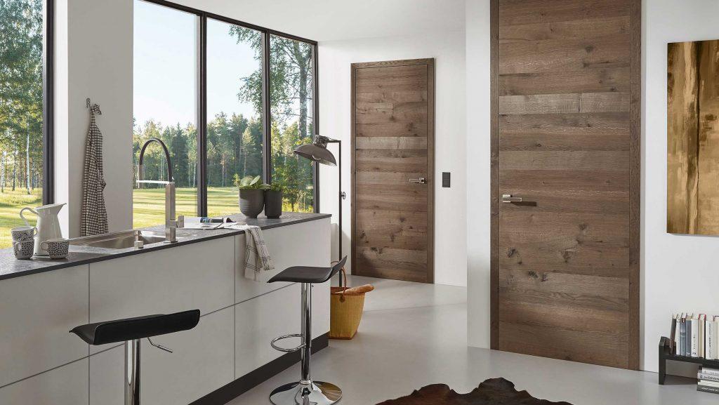 Moderne Innentür mit Holzfurnier in quer in der Küche von HolzLand Beese in Unna.