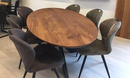 form oval holzland beese unna - Verwandlungskünstler: Ein Holztisch für jeden Raum