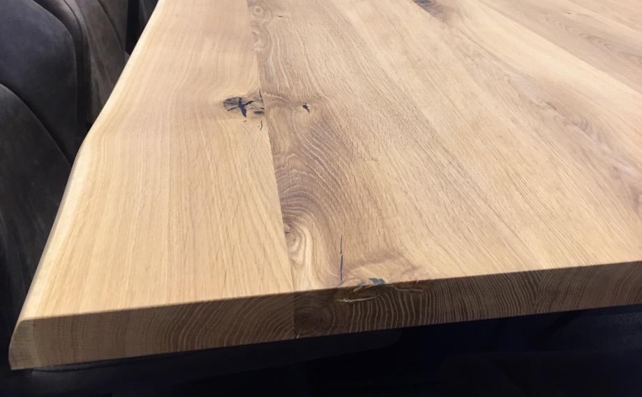 oberflaeche holz glatt holzland beese unna - Verwandlungskünstler: Ein Holztisch für jeden Raum