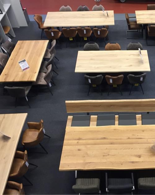 stuehle ausstellung holzland beese unna - Verwandlungskünstler: Ein Holztisch für jeden Raum