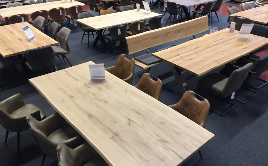 stuehle in der ausstellung holzlandbeese unna - Wohn Dich glücklich: Schicke Stühle für Dein Esszimmer [Serie]