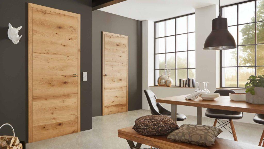 Blog renovieren Innentüren | Headerbild mit zwei Echtholztüren | HolzLand Beese Unna